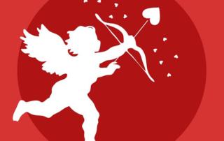 ange blanc sur fond rouge avec des coeurs